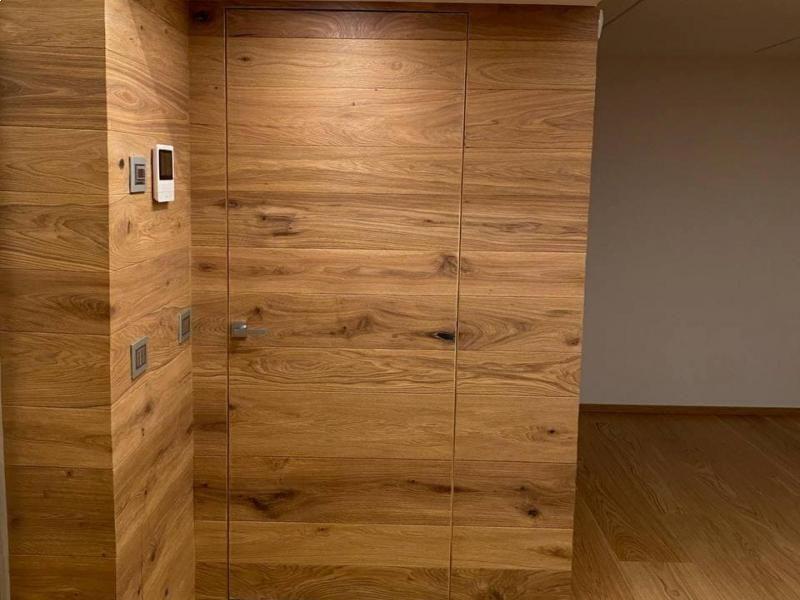 abitazione-privata-porta-raso-muro-in-rovere-di-recupero-oliato