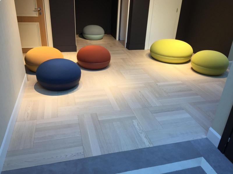 showroom-in-rovere-sbiancato-in-tre-diversi-formati