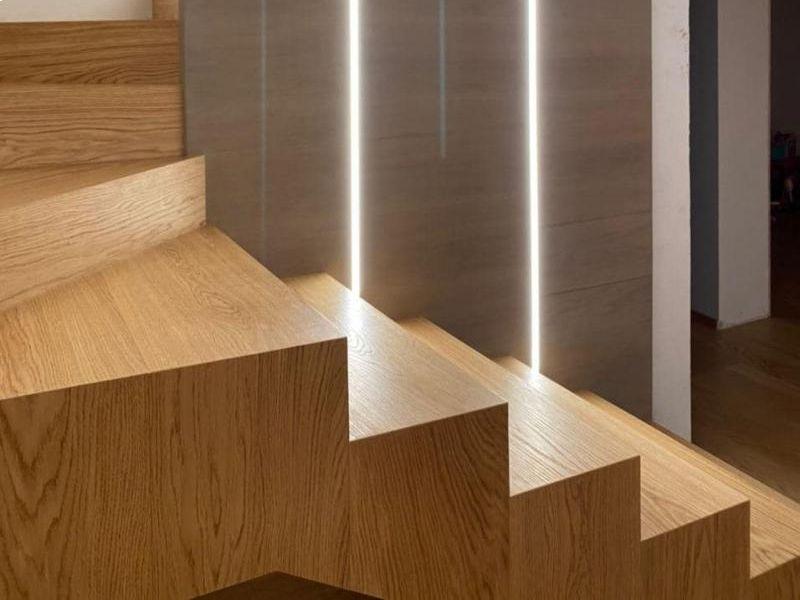 scala-rovere-naturale-parete-rovere-tinto-rivestimenti-interni