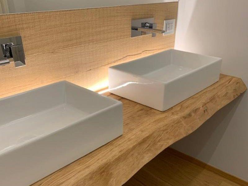 abitazione-privata-realizzato-ripiano-bagno-in-rovere-massello