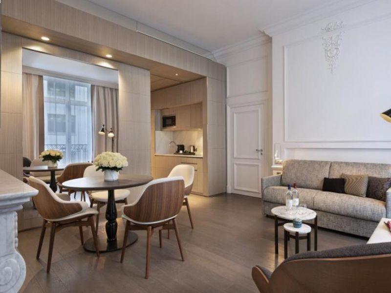 rovere-tinto-grigio-elegante-hotel-a-parigi